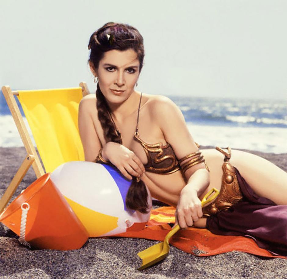 En esta escena la princesa descansa bajo el sol, jugando un poco con la arena. (Foto: boredpanda.com)