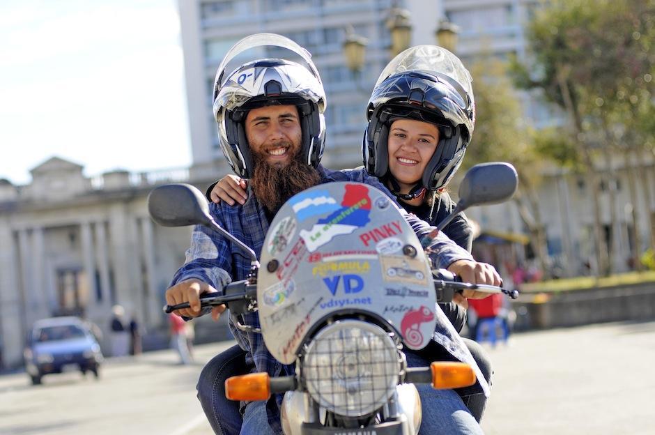 Mariela Villar y Marcos Volz cruzan juntos el mundo en motocicleta. (Foto: Esteben Biba/Soy502)