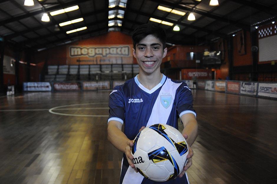 Wanderley Ruiz, de 20 años, milita en el equipo Legendarios de la Liga Nacional de Futsal. (Foto: Pedro Pablo Mijangos/Soy502)
