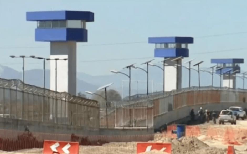 El penal de Ciudad Juárez es resguardado por 600 policías y soldados. (Foto: captura de video El País)
