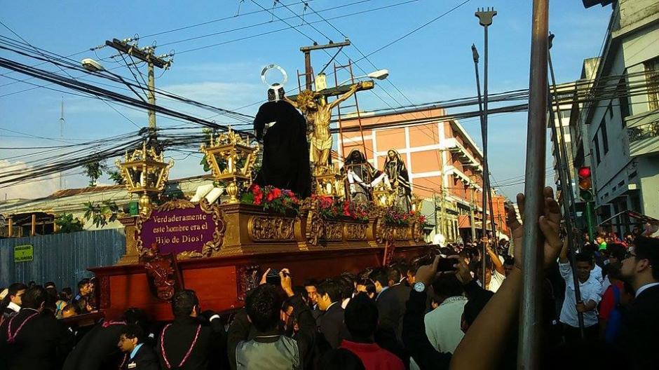 La procesión salió a las 4 de la tarde de San Francisco. (Foto: Jorge Sente/Nuestro Diario)