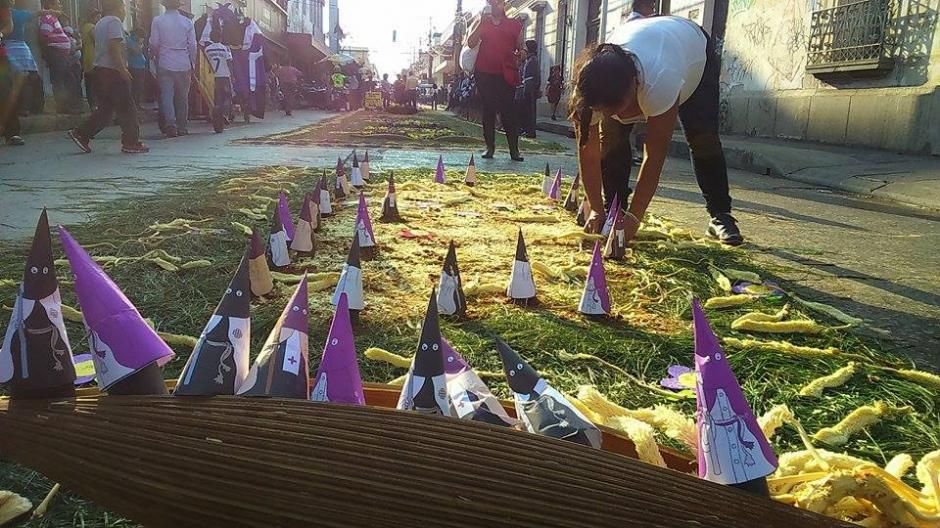 El arte para realizar las alfombras se observa en cada procesión. (Foto: Jorge Sente/Nuestro Diario)
