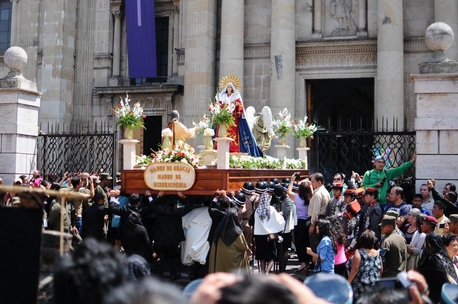 El Cristo Nazareno se hizo acompañar del anda de la Virgen de Dolores (Foto: Alejandro Balán/Soy502)