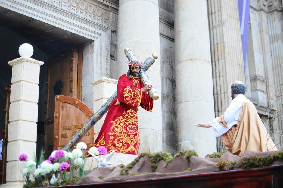 Jesús Nazareno de la Capellanía militar ingresa a Catedral Metropolitana (Foto: Alejandro Balán/Soy502)