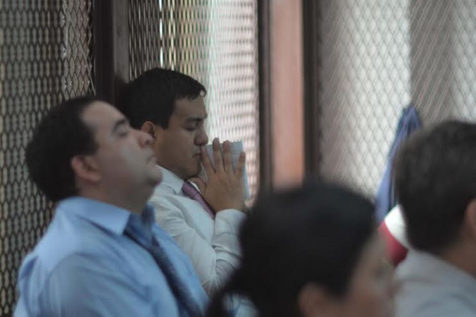 Otto Molina Stalling mientras escucha la determinación de la Jueza que lo ligó a proceso penal. (Foto: Jesús Alfonso/Soy502)