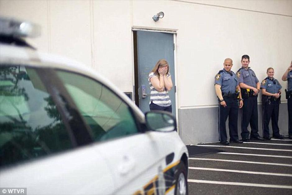 Un oficial de policía de Virginia se le ocurrió una forma novedosa de proponerle matrimonio a su novia. (Foto: Video)