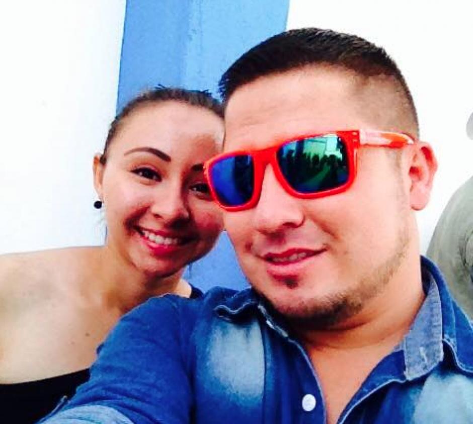 El chico le propuso matrimonio a su novia en pleno centro de Jalapa. (Foto: Facebook/ Yeison Adonain Zeceña)