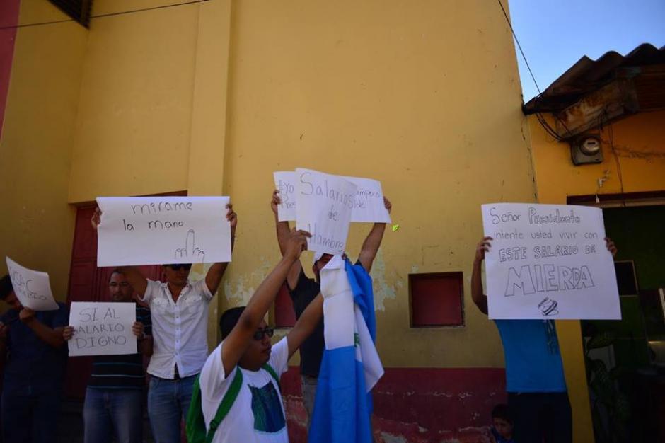 Un grupo de manifestantes en Guastatoya en contra del salario diferenciado. (Foto: Jesús Alfonso/Soy502)