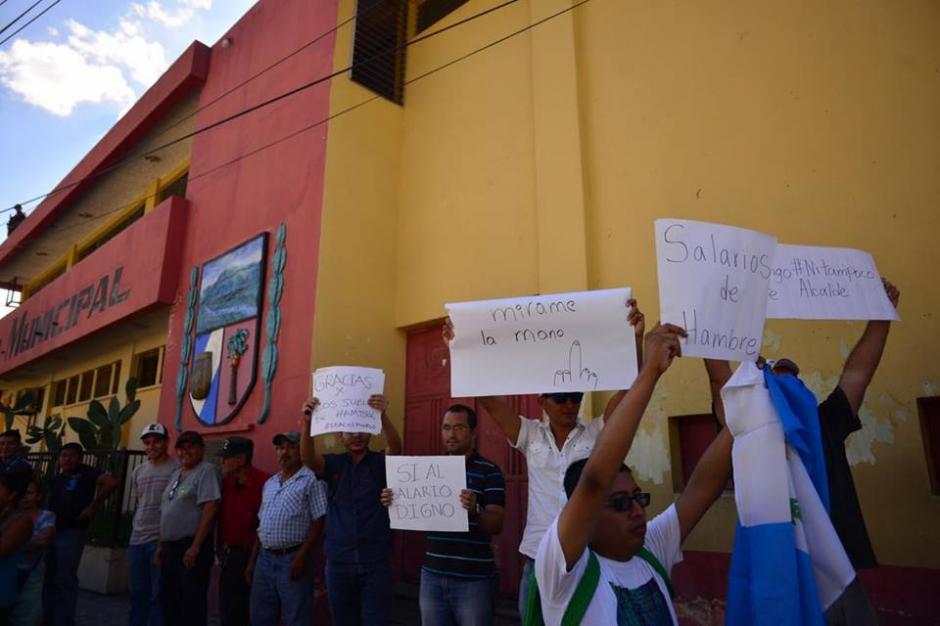 El grupo de manifestantes se refirió al salario diferenciado decretado para cuatro municipios de Guatemala. (Foto: Jesús Alfonso/Soy502)