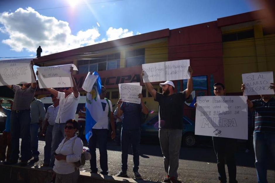 En Gustatoya el grupo de manifestantes se pronunció durante el discurso de Alejandro Maldonado.(Foto: Jesús Alfonso/Soy502)