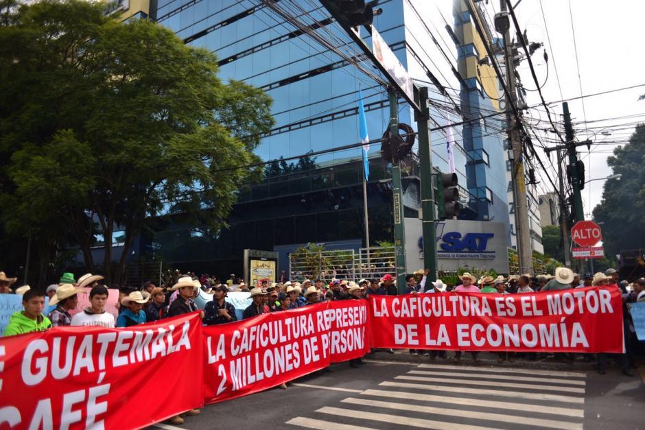 El grupo del sector cafetalero llegó a la SAT con una serie de peticiones. (Foto: Jesús Alfonso/Soy502)