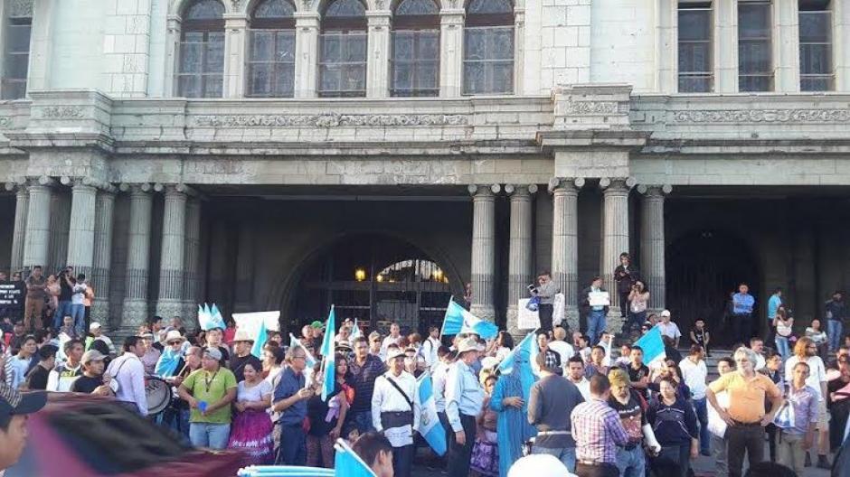 Los empleados del Palacio Nacional fueron retirados antes de que la protesta llegara al lugar. (Foto: Rubén Cabrera/Nuestro Diario)