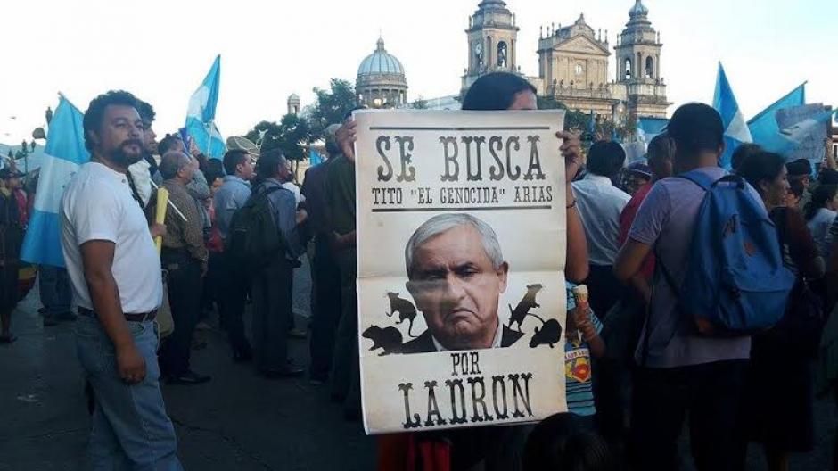 Los carteles y pancartas con las principales peticiones no se hicieron esperar. (Foto: Rubén Cabrera/NuestroDiario)
