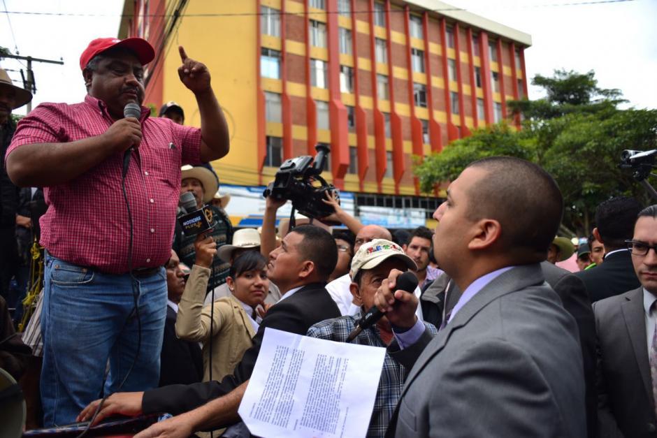 Solórzano Foppa escuchó de cerca el pedido de los empresarios. (Foto: Jesús Alfonso/Soy502)