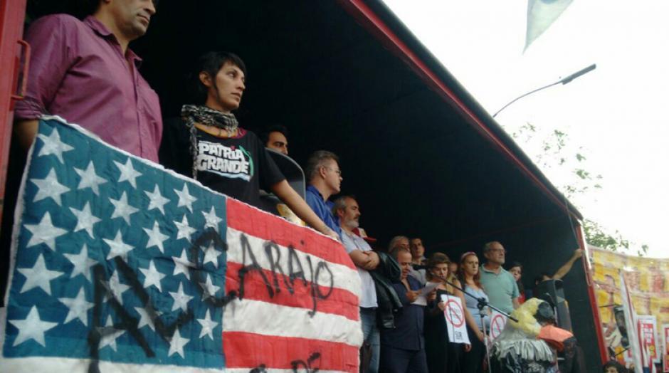 Los manifestantes partieron de varios puntos de Buenos Aires y se concentraron en cercanías de la embajada estadounidense. (Foto: Telesur)