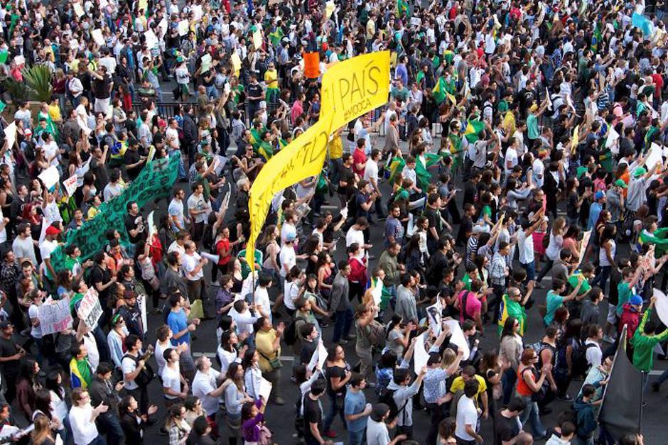 Las protestas de los brasileños amenazan la realización de la Copa del Mundo que iniciará en junio en Brasil