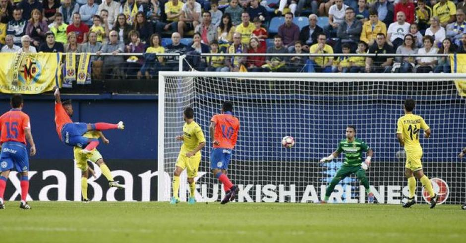 El guardameta de Villarreal solo acompañó con la vista. (Foto: Twitter)