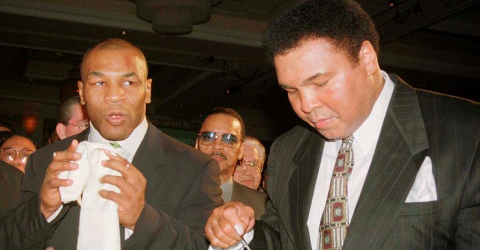 Dos grandes, Mike Tyson siempre admiró al mejor de todos los tiempos, Muhammad Ali. (Foto: Twitter)