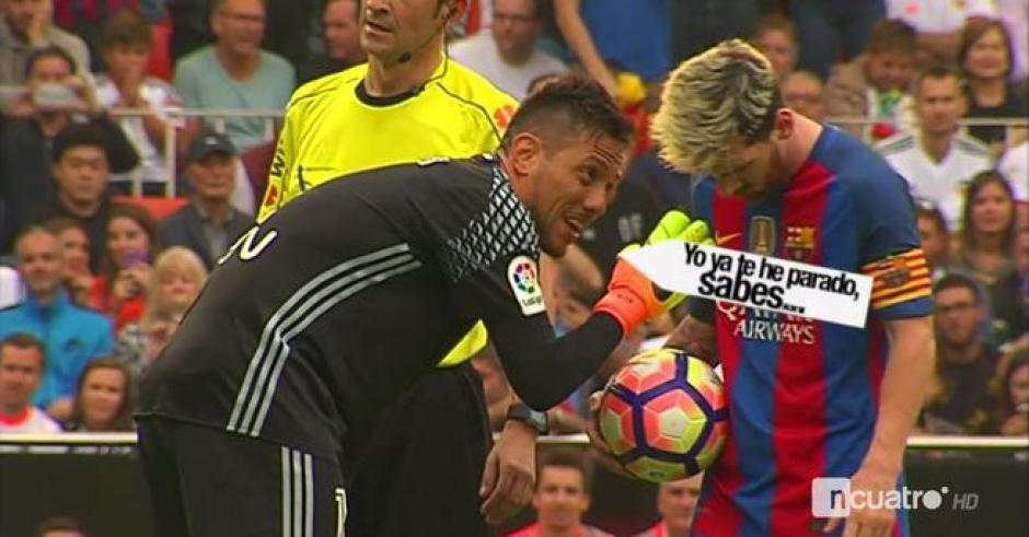 Alves intentó distraer a Messi antes del penal. (Foto: Captura de pantalla)