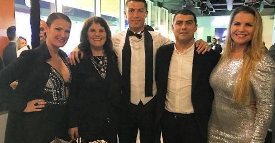 Cristiano festejó el 31 de diciembre el cumpleaños de su madre. (Foto: Twitter)