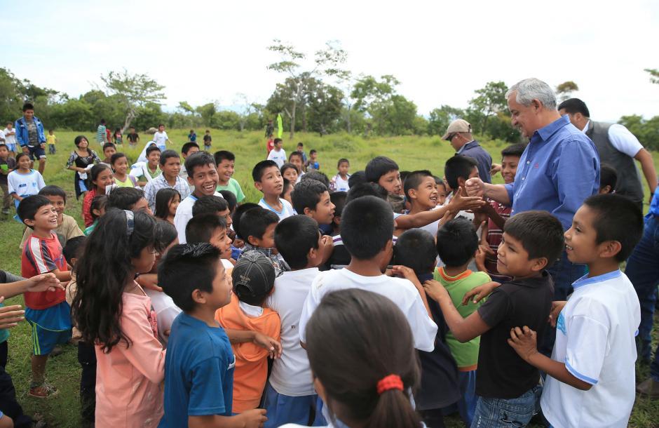 El presidente compartió con los niños de la región. Dijo que en lo que va del año, solo se han reportado 22 casos de desnutrición crónica en el lugar.(Foto: Secretaría de Comunicación Social de la Presidencia)