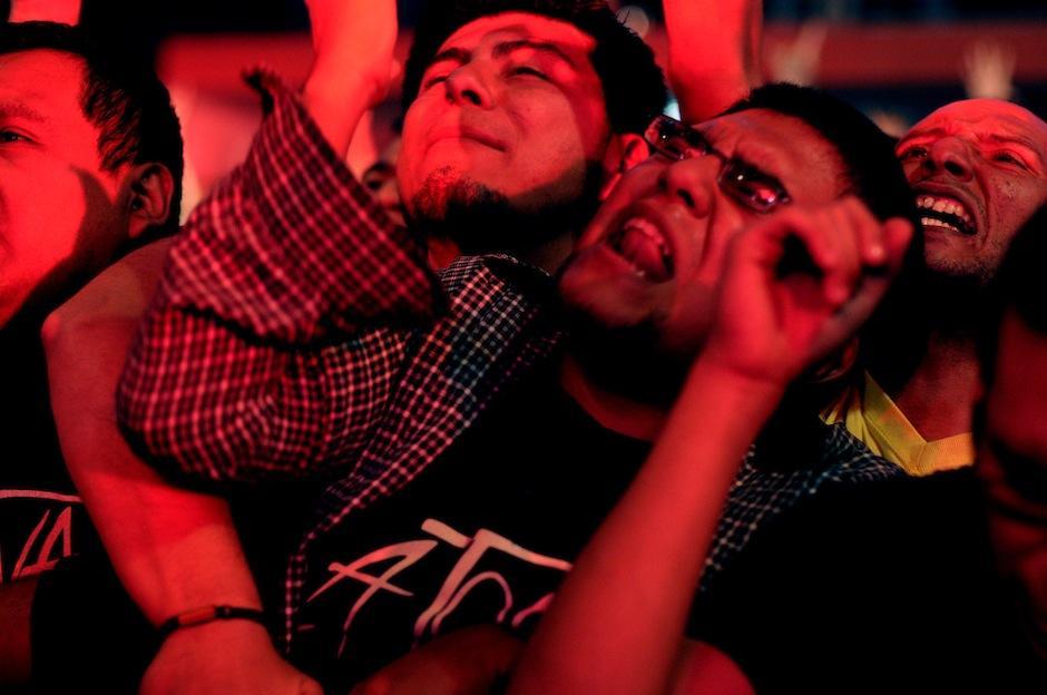 """Los fanáticos llevaban puesta la camiseta de """"La Tona"""", justo cerca del corazón. (Foto: Esteban Biba/Soy502)"""
