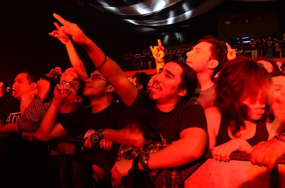 Los seguidores corearon con pasión las canciones de la mítica banda de rock nacional. (Foto: Selene Mejía/Soy502)