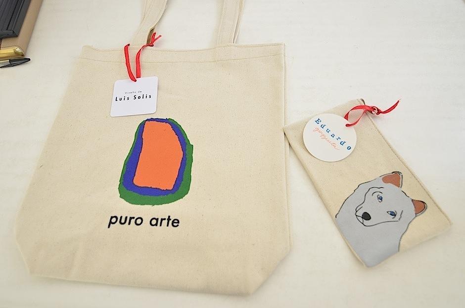 Con la compra de estos bolsos ayudas al programa de becas. (Foto: Selene Mejía/Soy502)