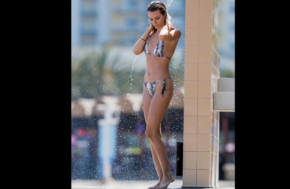 La actriz Rachel McCord mostró su increíble figura en el mar. (Foto: Splash news)