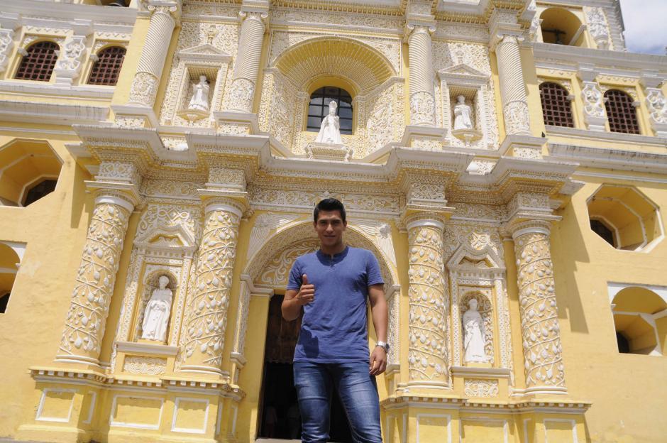 Morales nació en Antigua y mantiene muchas tradiciones religiosas durante la Semana Santa. (Foto: Facebook)