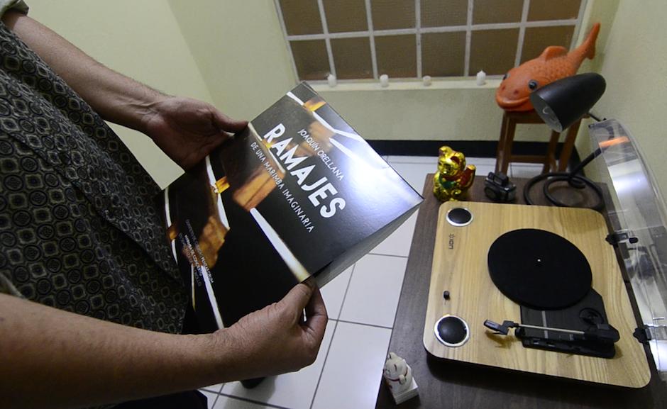 """Ahora lanza una serie de """"vinilos"""" coleccionables. (Foto: Selene Mejía/Soy502)"""