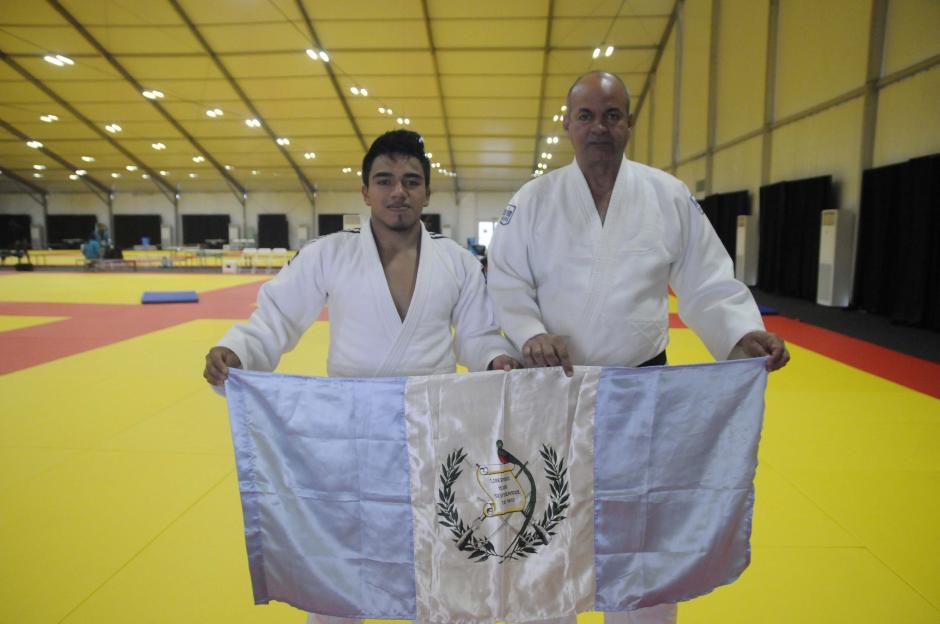 Ramos y su entrenador cubano, Francisco Delgado. (Foto: Pedro Pablo MIjangos/Soy502)