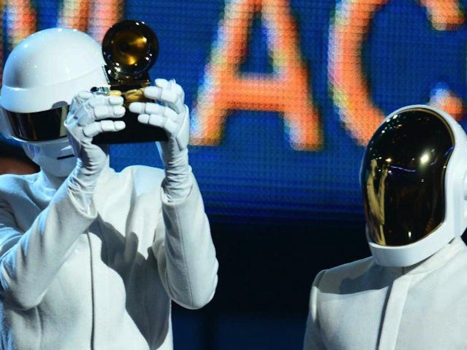 """daft Punk se llevó el Grammy a """"Mejor Álbum del Año"""" por Random Access Memories. (Foto: AFP)"""
