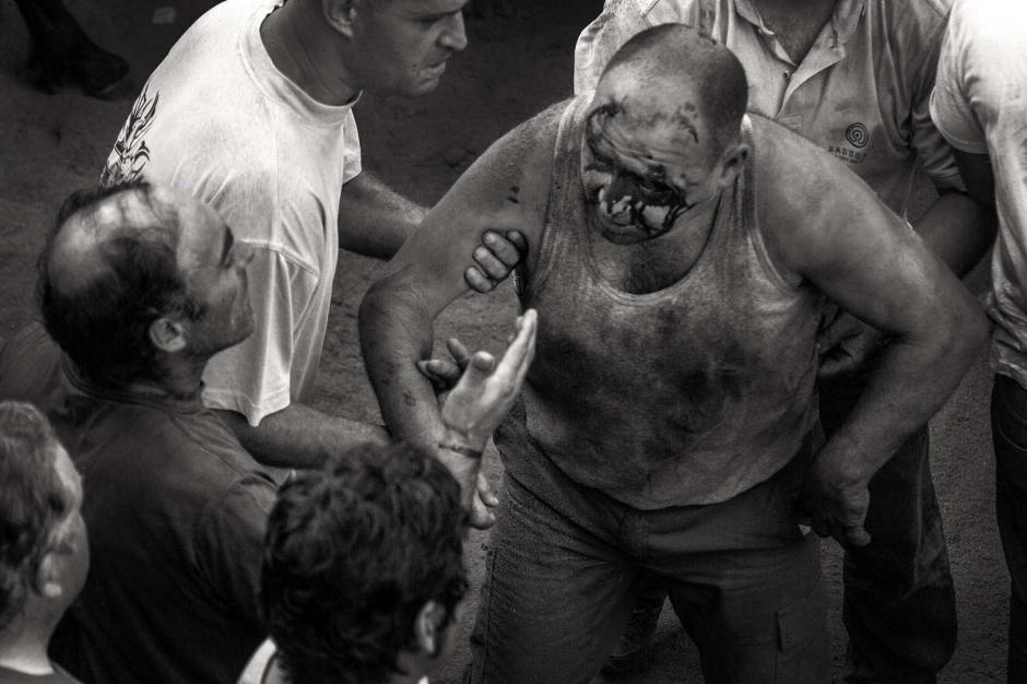 Algunos pobladores salen heridos al tratar de domar a las bestias. (Foto: Javier Arcenillas)