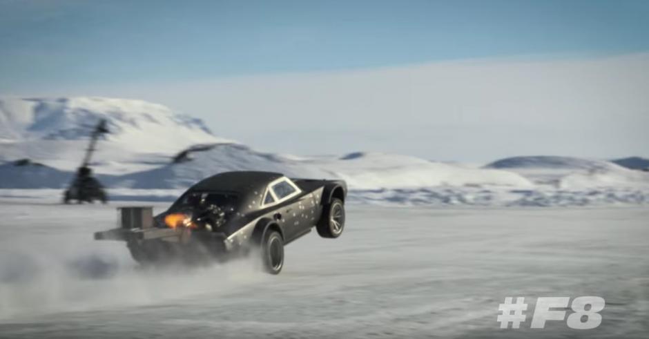 Los lujosos y poderos automóviles se roban el espectáculo. (Captura de pantalla: Fast & Furious/YouTube)