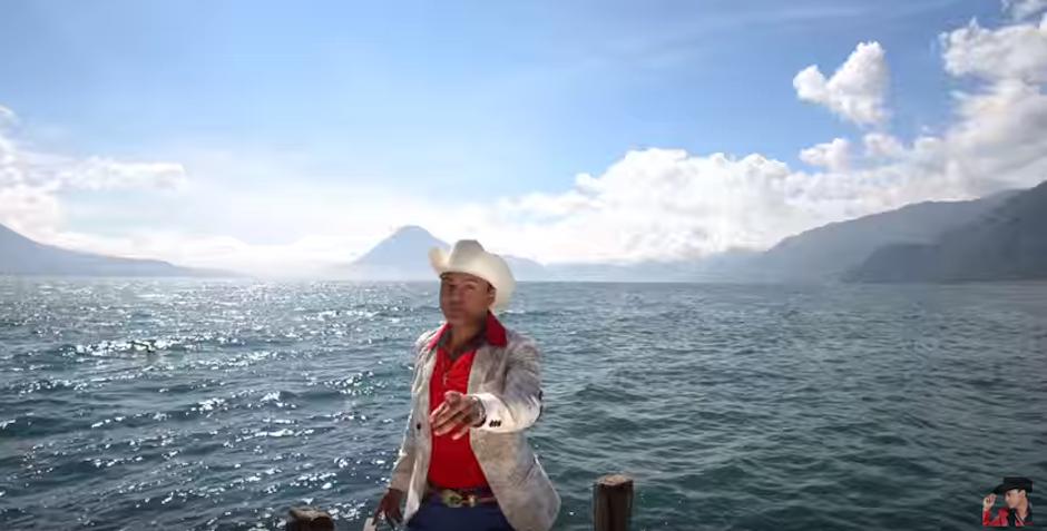 El lago de Atitlán fue el escenario perfecto para una historai de amor. (Foto: Youtube)