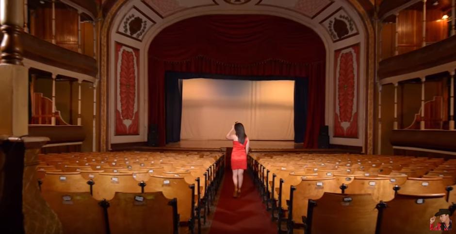 El Teatro Municipal de Quetzaltenango es uno de los protagonistas del clip. (Foto: Youtube)