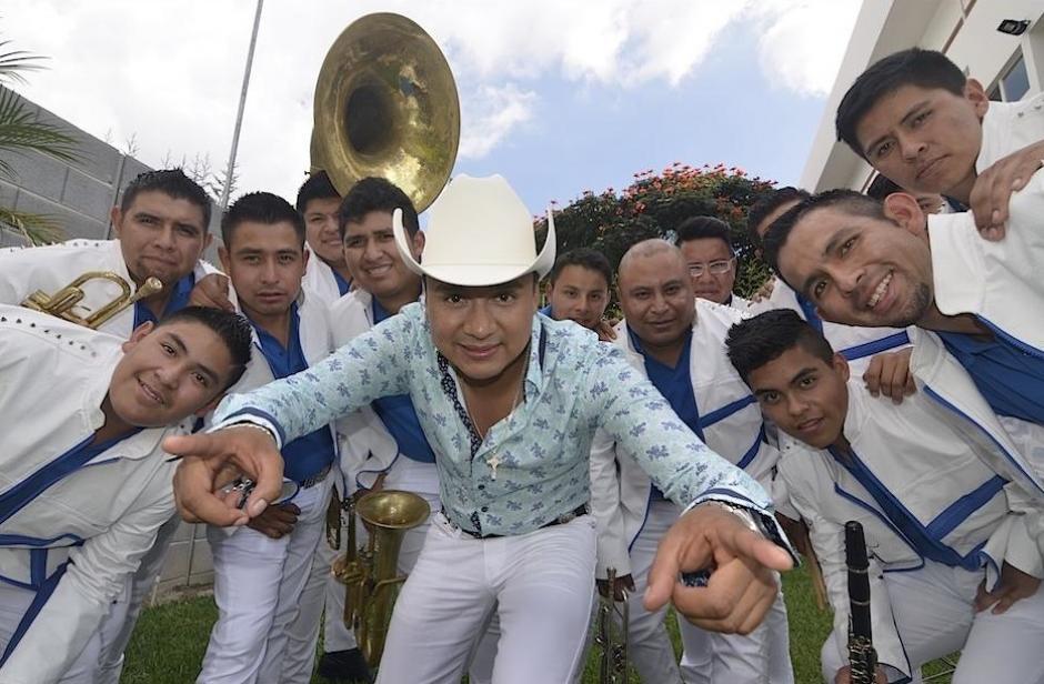 """El guatemalteco Raúl Raymundo y su banda vuelve a mostrar los tesoros de su país a los mexicanos con su tema """"Te voy a olvidar"""". (Foto: Archivo/Soy502)"""