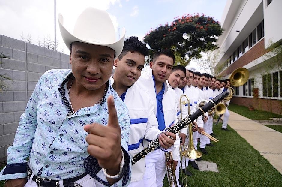 Raúl está orgulloso de presentar en su tierra a sus músicos, originarios de México. (Foto: Selene Mejía/Soy502)