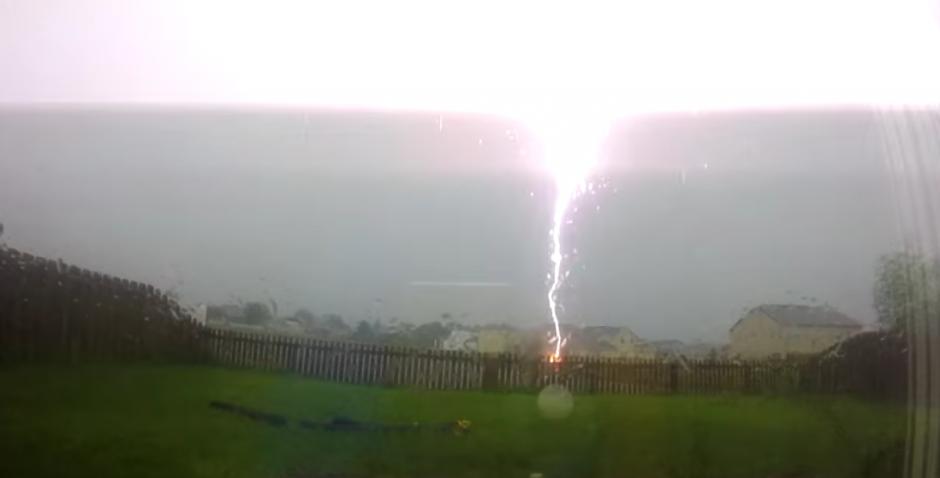 El rayo impactó durante una tormenta en Orlando, Florida. (Foto: Captura de pantalla)