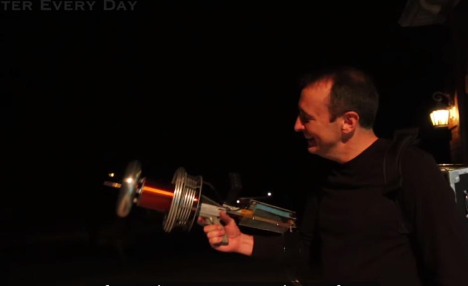 En el video compartido en YouTube, los ingenieros muestran el proceso de fabricación del rifle. (Imagen: captura de YouTube)