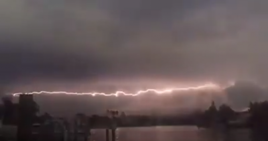 El fenómeno ocurrió en Tampa Bay en Florida. (Captura de pantalla: Pepe Méndez)