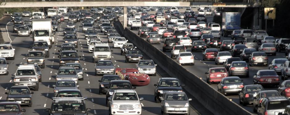 Rayo McQueen lucharía contra el tráfico diario. (Imagen: disneyunhappilyeverafter)