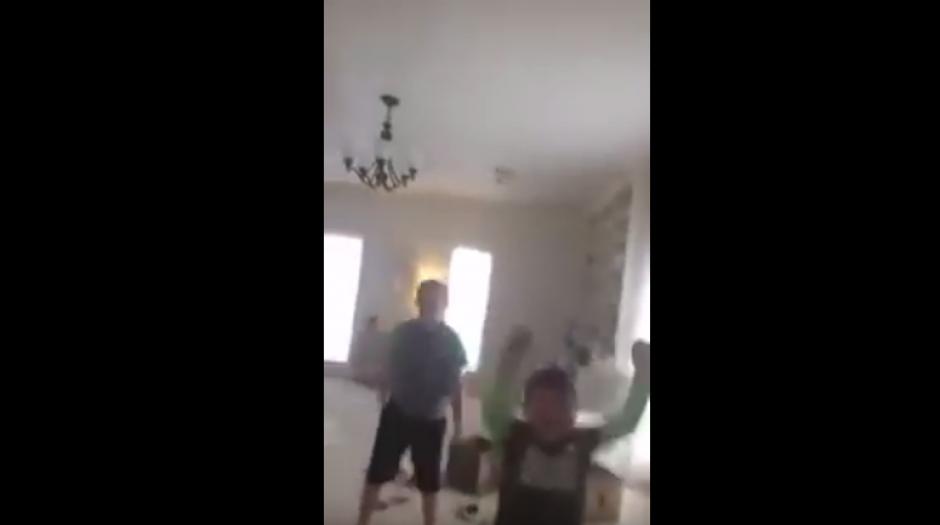 El hermano de Benjamin también celebra que su hermano venciera al cáncer. (Foto: Captura de YouTube)