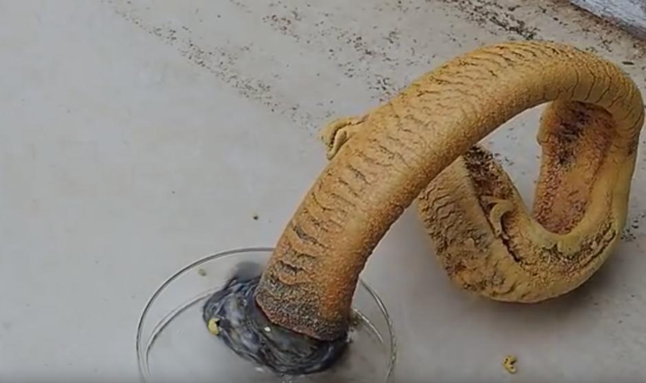 El humo que emite este compuesto químico es dañino para la salud. (Captura de pantalla: Online Mix Videos)