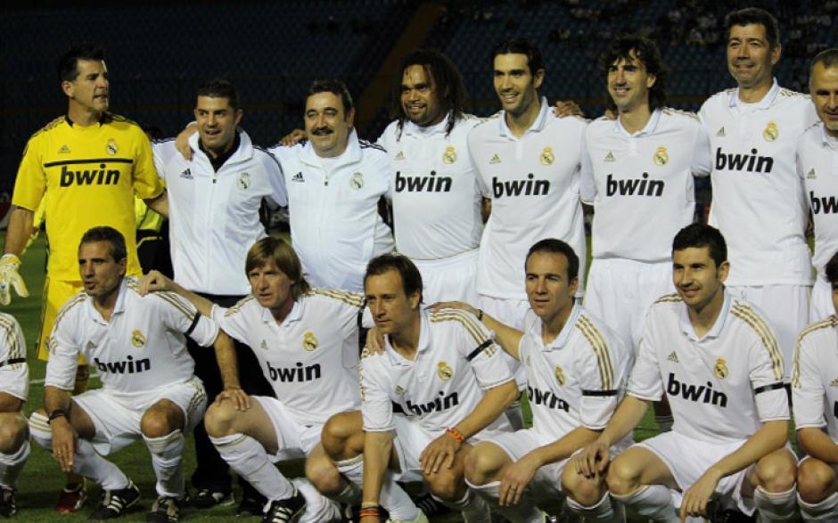 """Veteranos del Real Madrid visitaron Guatemala en 2012 para disputar la primera """"Copa Federico Revuelto"""", en honor la jugador guatemalteco que formó parte de las filas del equipo merengue"""