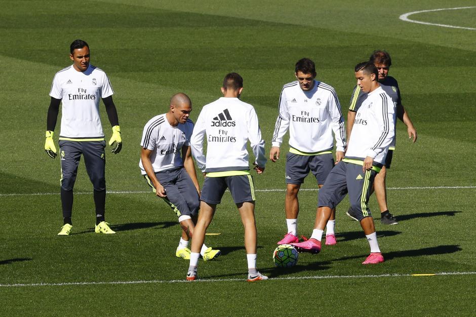 Real Madrid previo al granada foto
