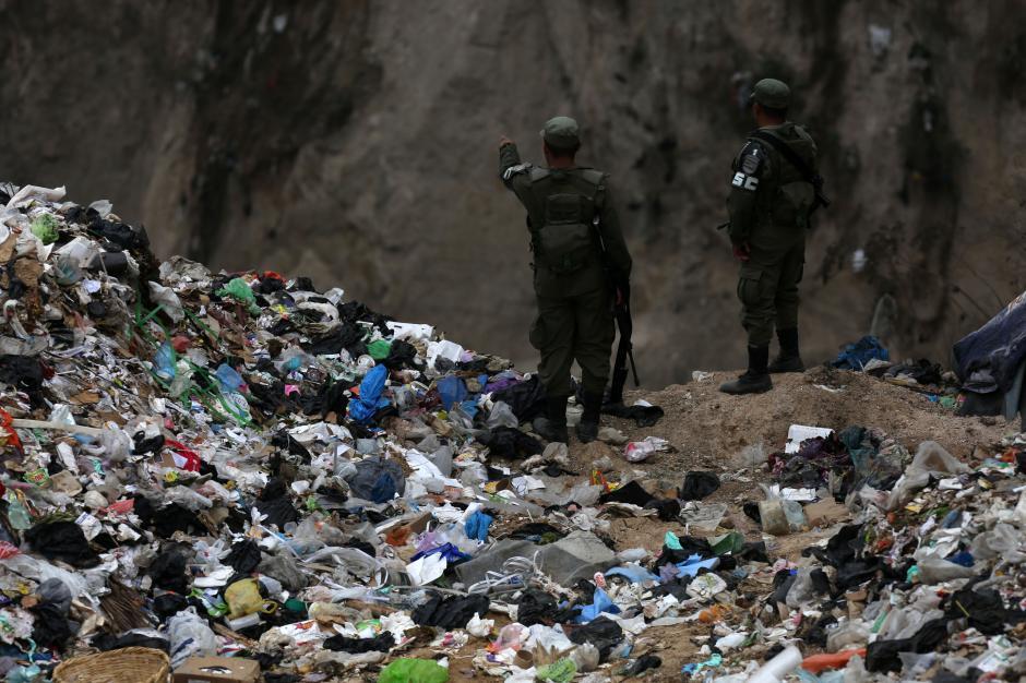 Las fuerzas de seguridad resguardan el lugar. (Foto: Wilder López/Soy502)