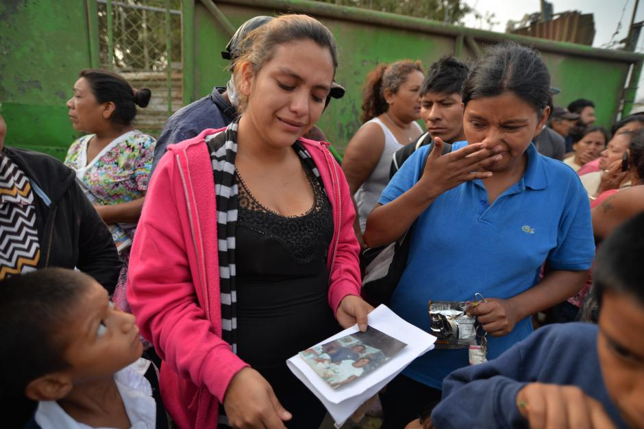 Los familiares no pierden las esperanzas de encontrar a las víctimas. (Foto: Wilder López/Soy502)