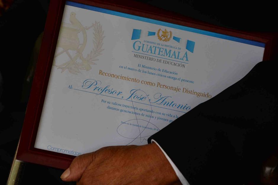 El premio destacaba muchos de sus logros como docente. (Foto: Jesús Alfonso/Soy502)